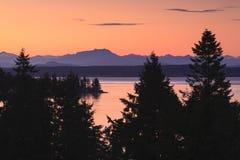 Montañas del río y de la costa de Campell en Columbia Británica Fotos de archivo libres de regalías