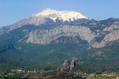Montañas del tauro en Kemer Turquía en primavera fotos de archivo