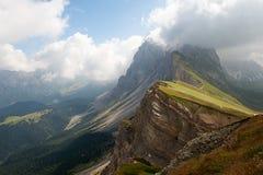 Montañas dentadas increíbles de la dolomía Imagen de archivo libre de regalías
