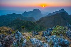 Montañas Doi Luang Chiang Dao de la puesta del sol Fotos de archivo libres de regalías