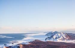 Montañas e invierno de Sajalín fotografía de archivo