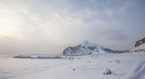 Montañas e invierno de Sajalín Imágenes de archivo libres de regalías