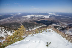 Montañas e invierno de Sajalín Fotos de archivo