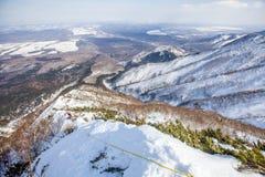 Montañas e invierno de Sajalín foto de archivo