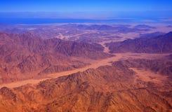 Montañas en el desierto de Egipto imagenes de archivo
