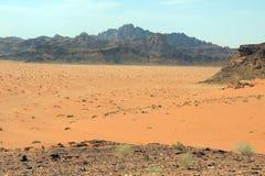 Montañas en el desierto en Jordania en el Oriente Medio Foto de archivo libre de regalías