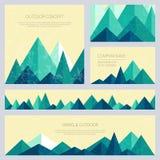 Montañas en estilo polivinílico bajo Sistema de plantillas al aire libre elegantes de la tarjeta Imagenes de archivo