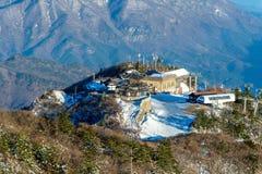 Montañas en invierno, Corea de Deogyusan foto de archivo