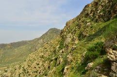 Montañas en Kadamzhay, Kirguistán Imágenes de archivo libres de regalías