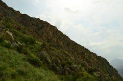 Montañas en Kadamzhay, Kirguistán Imagenes de archivo