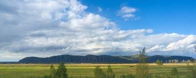 Montañas en Khakassia Foto de archivo