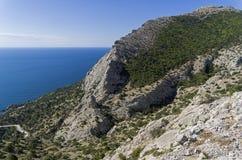 Montañas en la costa del Mar Negro, Crimea Foto de archivo libre de regalías