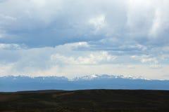 Montañas en la distancia Imagenes de archivo