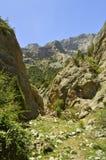 Montañas en la garganta de Galuyan, Kirguistán Imagen de archivo