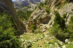 Montañas en la garganta de Galuyan, Kirguistán Imágenes de archivo libres de regalías