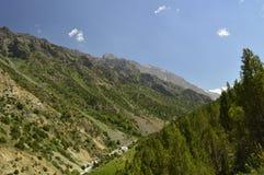 Montañas en la garganta de Galuyan, Kirguistán Fotografía de archivo libre de regalías