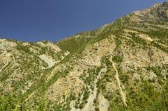 Montañas en la garganta de Galuyan, Kirguistán Foto de archivo libre de regalías