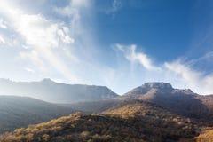 Montañas en la neblina Fotografía de archivo libre de regalías