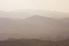Montañas en la niebla Imagen de archivo libre de regalías