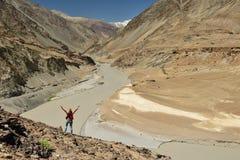 Montañas en Ladakh en la India Río de Zanskar Foto de archivo