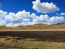 Montañas en las montañas de los Andes, Perú Imagen de archivo libre de regalías