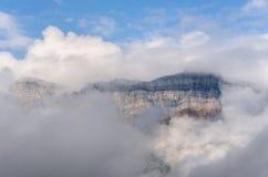 Montañas en las nubes Imagen de archivo
