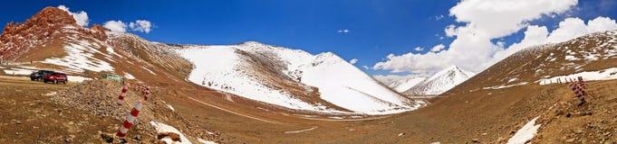 Montañas en Namco, Tíbet del panorama Imagen de archivo
