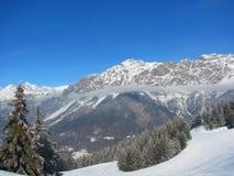 Montañas en nieve Fotos de archivo libres de regalías