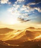 Montañas en puesta del sol Fotos de archivo