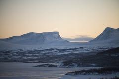 Montañas en Suecia septentrional Imágenes de archivo libres de regalías