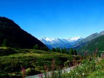 Montañas en Suiza fotografía de archivo libre de regalías