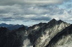 Montañas en un día nublado Foto de archivo libre de regalías