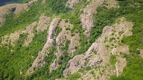 Montañas enselvadas salvajes de Balcanes almacen de metraje de vídeo