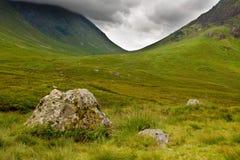 Montañas escocesas en la cañada Coe Foto de archivo