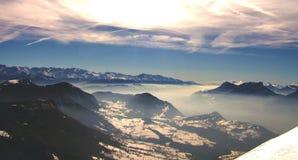 Montañas francesas con nieve en día de invierno Imágenes de archivo libres de regalías