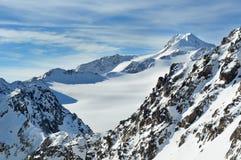 Montañas hermosas del invierno. Wildspitze. Fotografía de archivo