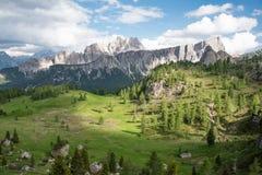 Montañas hermosas en dolomías Imagen de archivo libre de regalías