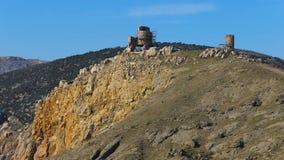 Montañas históricas cerca del mar metrajes