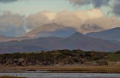 Montañas inglesas del distrito del lago de la costa de Cumbrian fotografía de archivo libre de regalías