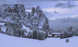Montañas italianas en el invierno fotos de archivo
