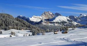 Montañas italianas en el invierno foto de archivo