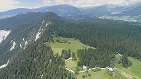 Montañas 4k aéreo de la opinión de Suiza almacen de video