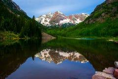 Montañas marrón de Belces Fotografía de archivo