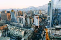 Montañas modernas del naer del cruce de la ciudad, Lanzhou, China fotos de archivo