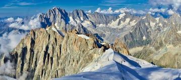 Montañas, Mont Blanc y glaciares franceses según lo visto de Aiguille du Midi, Chamonix, Francia fotos de archivo