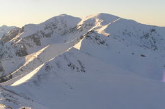 Montañas nevadas Fotos de archivo