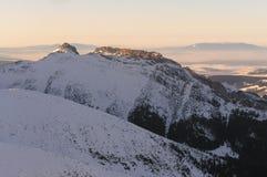 Montañas nevadas Imagen de archivo libre de regalías