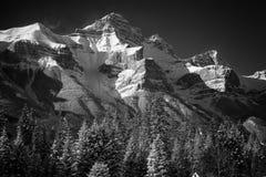 Montañas nevadas en montañas rocosas canadienses Banff, Alberta Imágenes de archivo libres de regalías