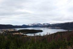 Montañas nevadas en Norris Point, Terranova imagenes de archivo
