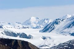 Montañas Nevado Alaska Imagen de archivo libre de regalías